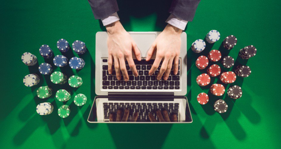 Benefits of playing at online poker game